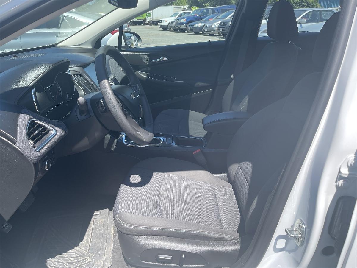 2017 - Chevrolet - Cruze - 3G1BE5SMXHS592625